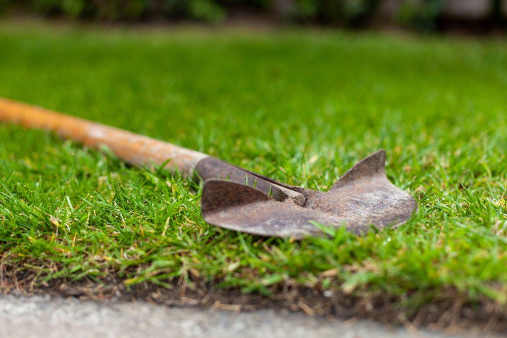 Manual lawn edger.
